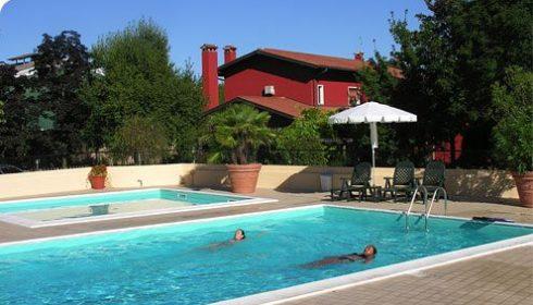 Gelindo dei Magredi outdoor pool