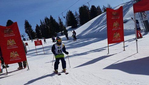 boy in ski race on single parent ski holiday in Mayhofen Austria