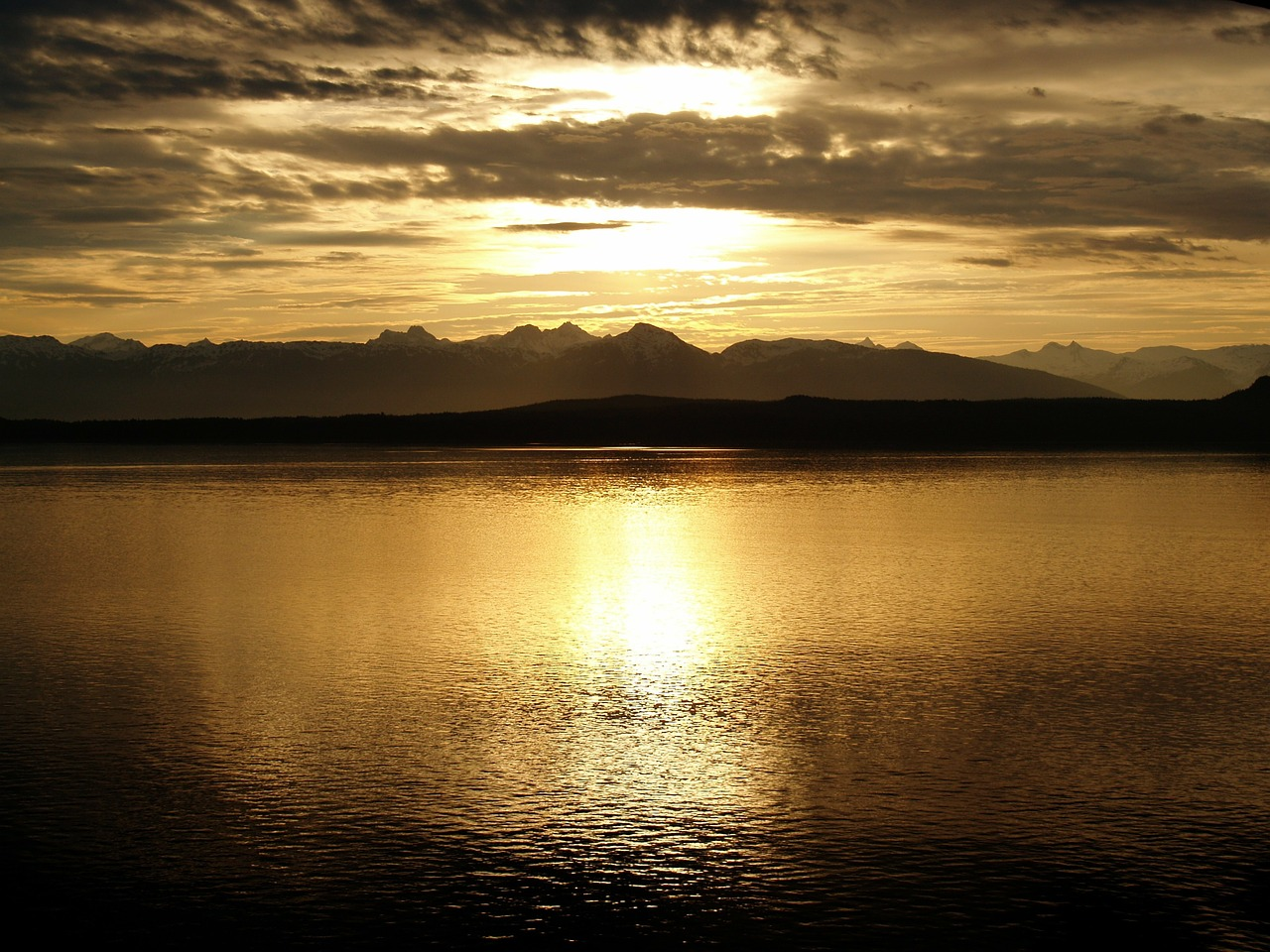 Picture: Alaska, sunset over glaciar