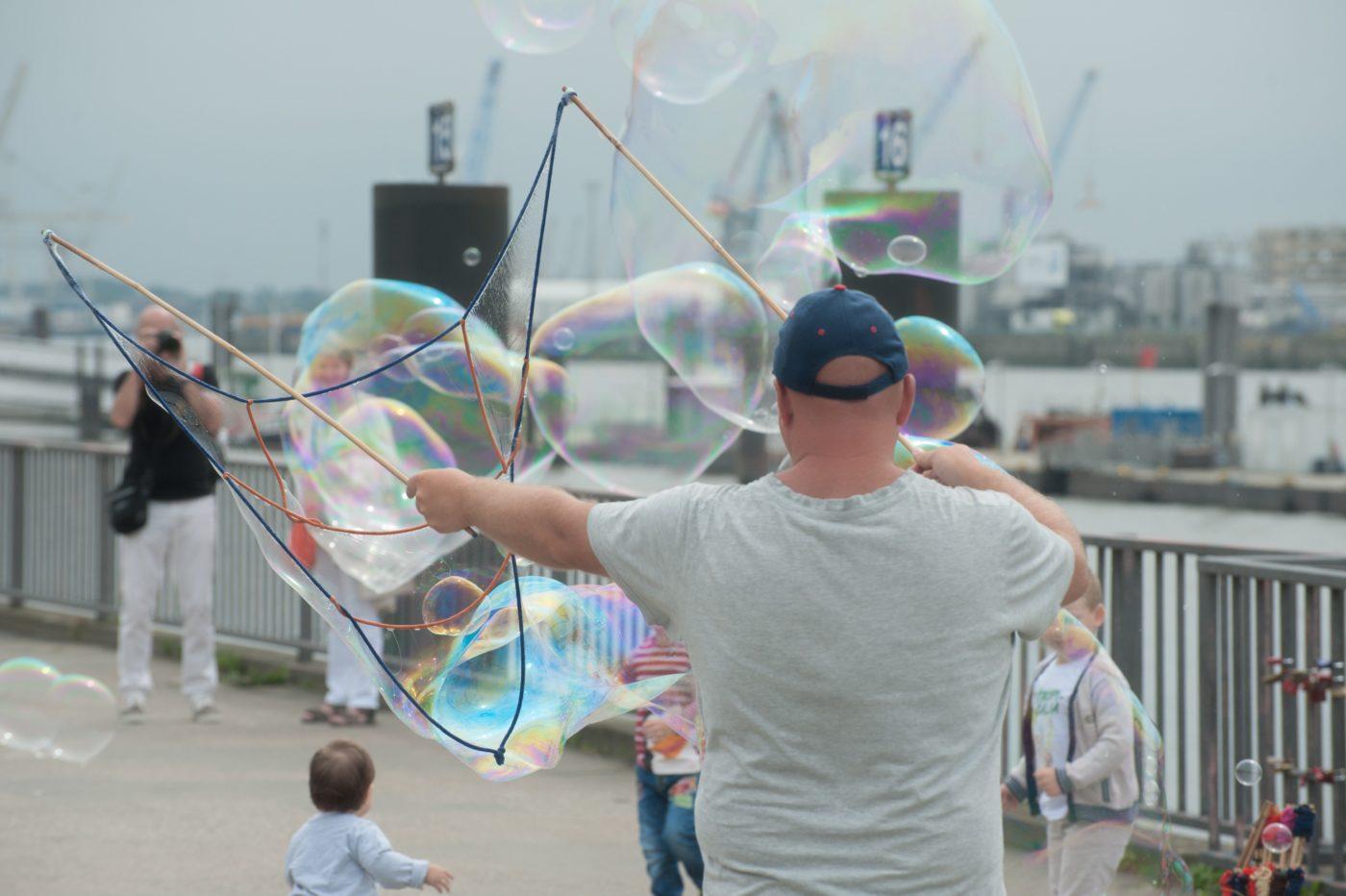 city break: artist making bubbles for tourists