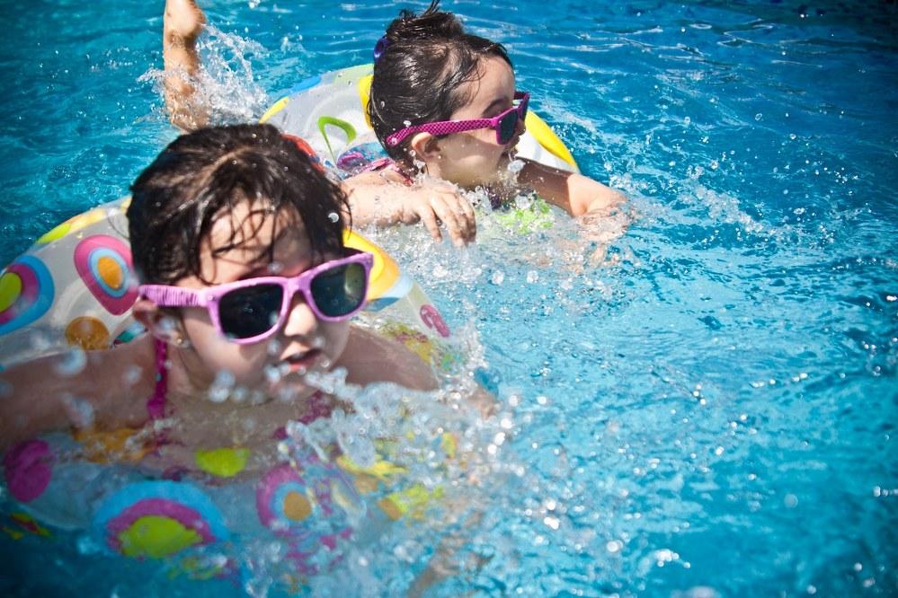 kids playing in pool - single mum holidays