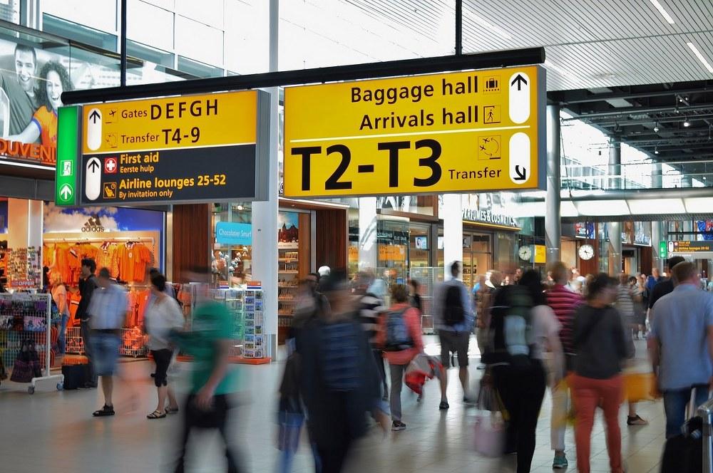 single mum holidays - airport chaos