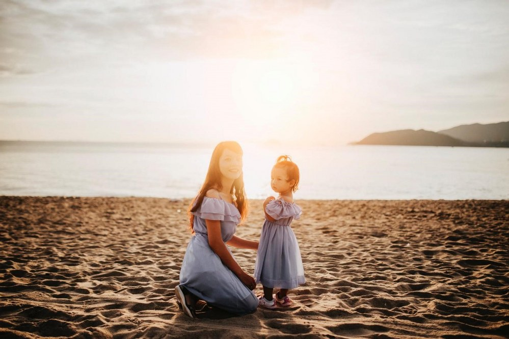 mum and toddler at the beach of single mum holidays