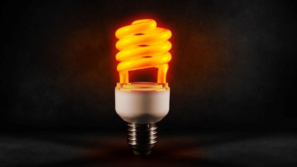 energy saving light bulb - energy deals can save single parents on benefit money