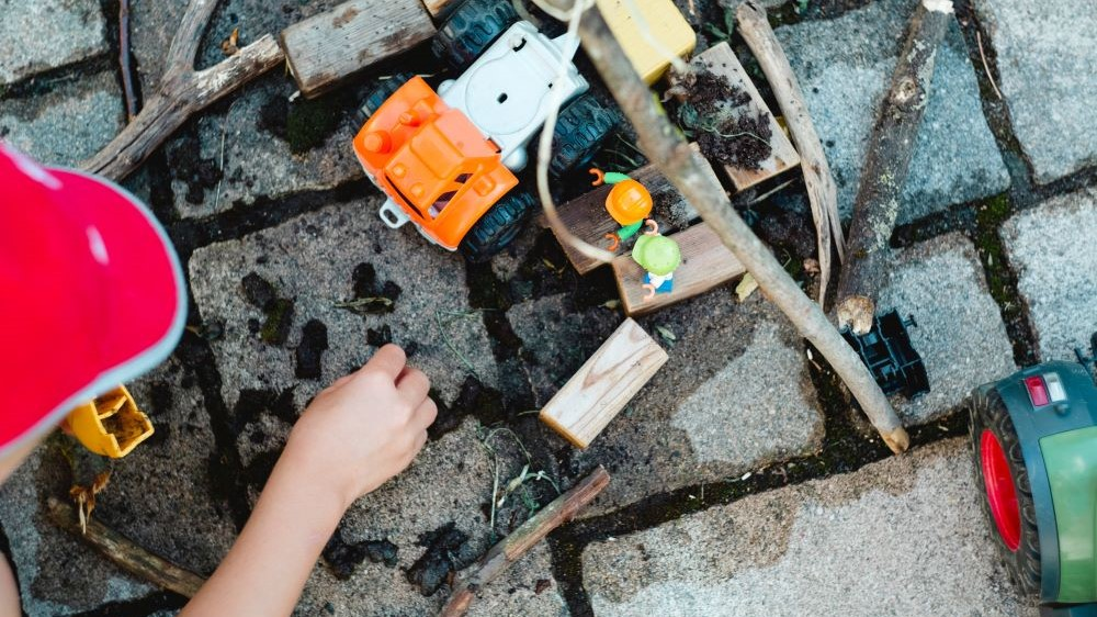 single parent benefits and money saving tips - used garden toys