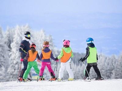 ski instructor with kids on single parent ski holiday in Austria