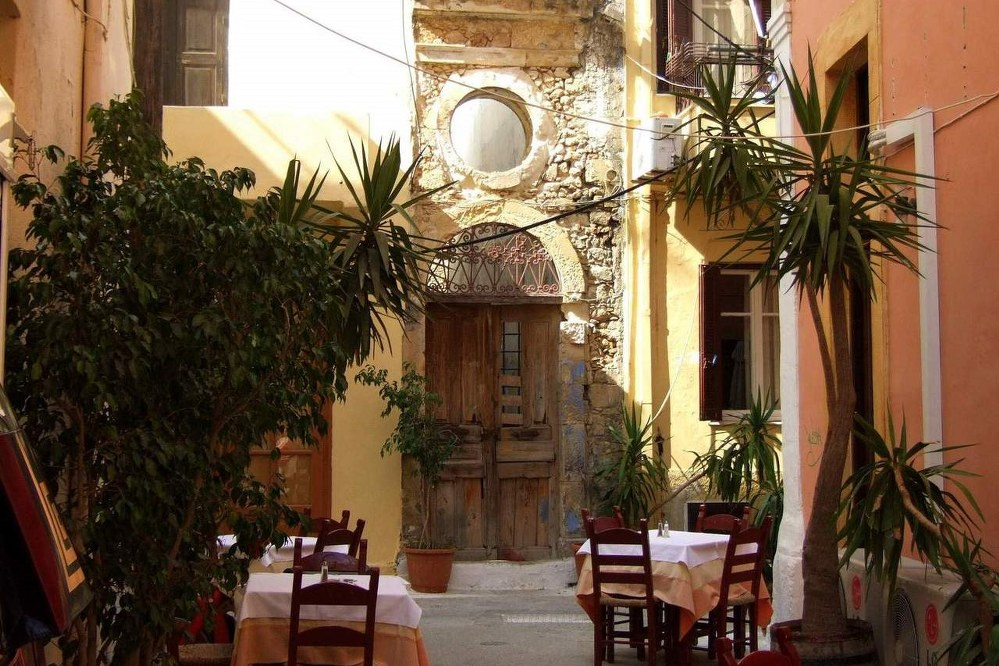 Crete facts - cafe in Rethymno