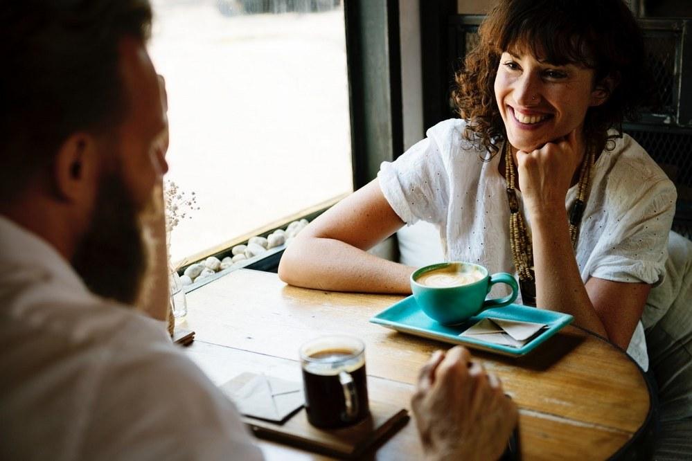 single parent dating - couple having coffee