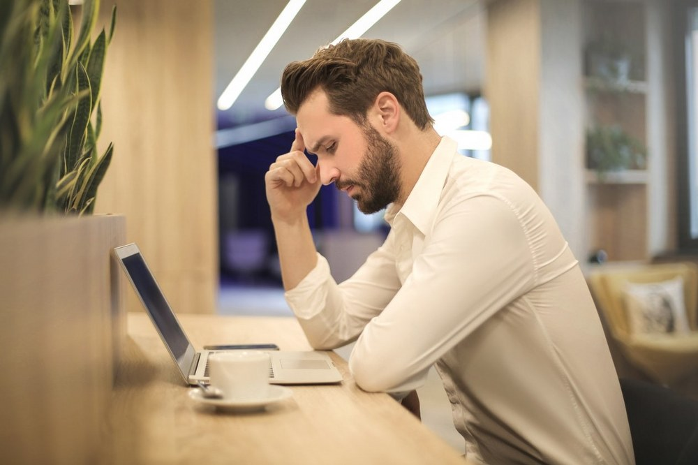 single parent dating - man with laptop looking frustrated