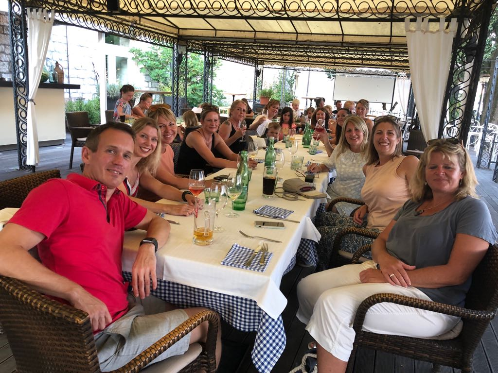 single holidays over 40 - group of singles at dinner