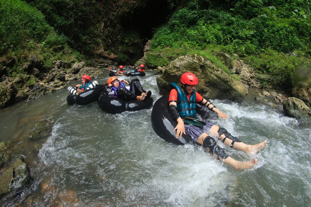 adventure vacation - tubing adventure with kids