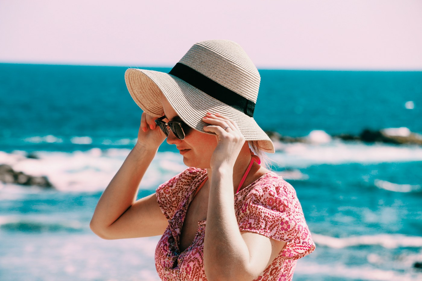 singles holidays over 40 - woman in sunhat
