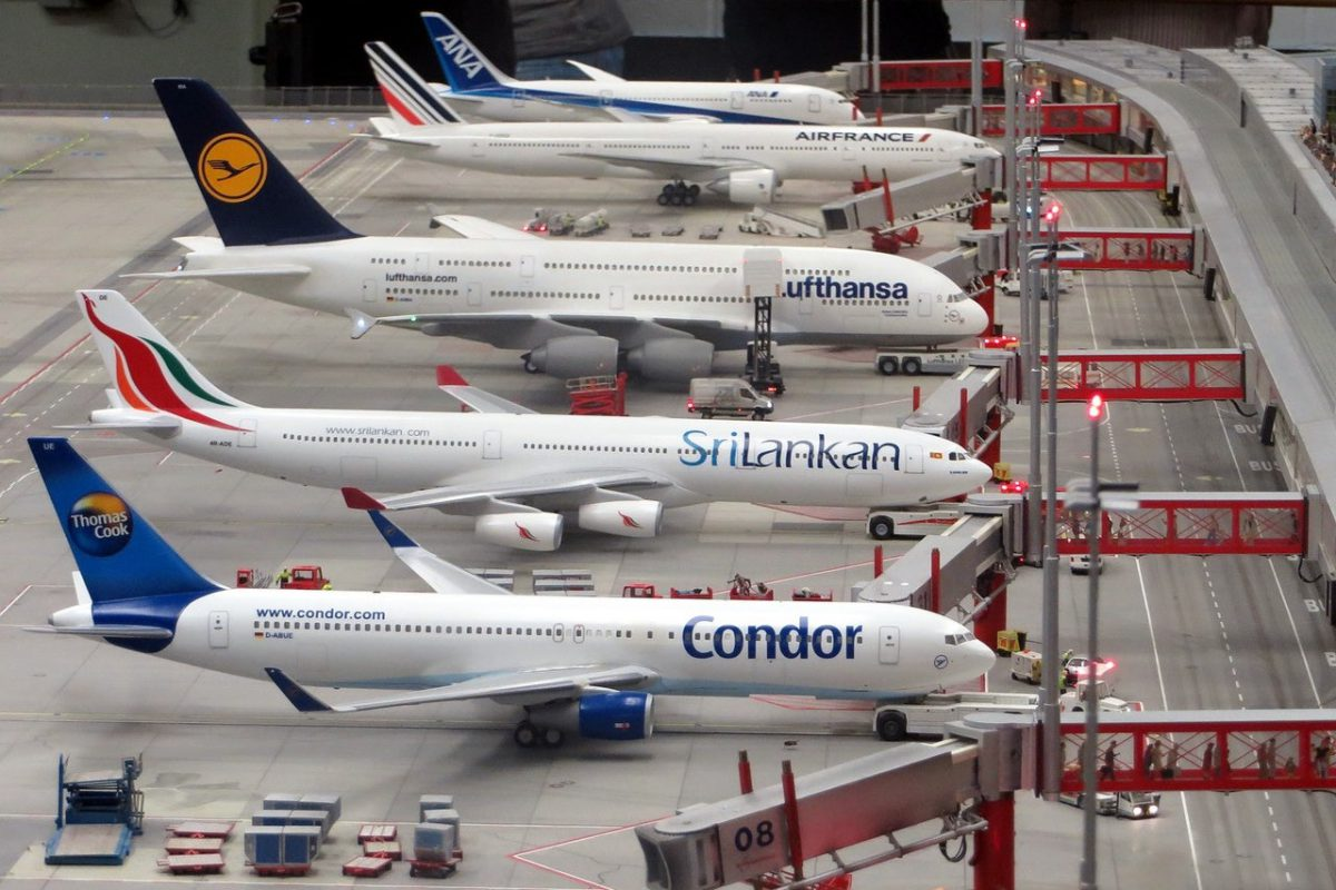 why do flight prices change - row of planes