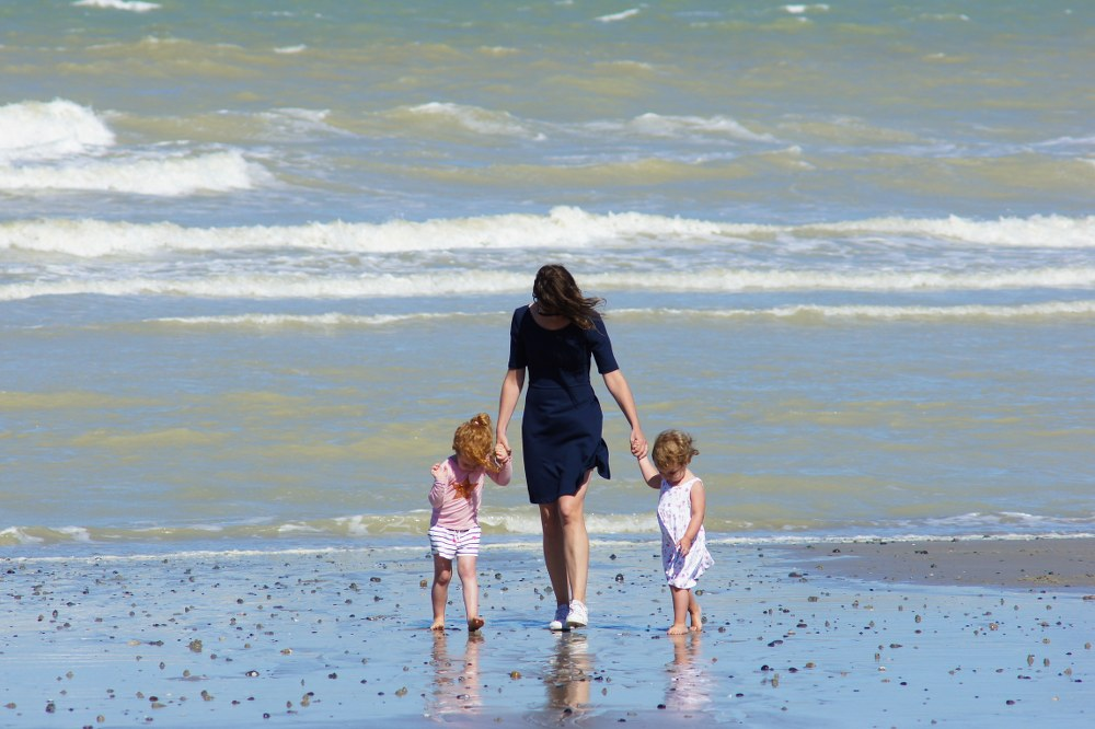 meet single parents on holiday