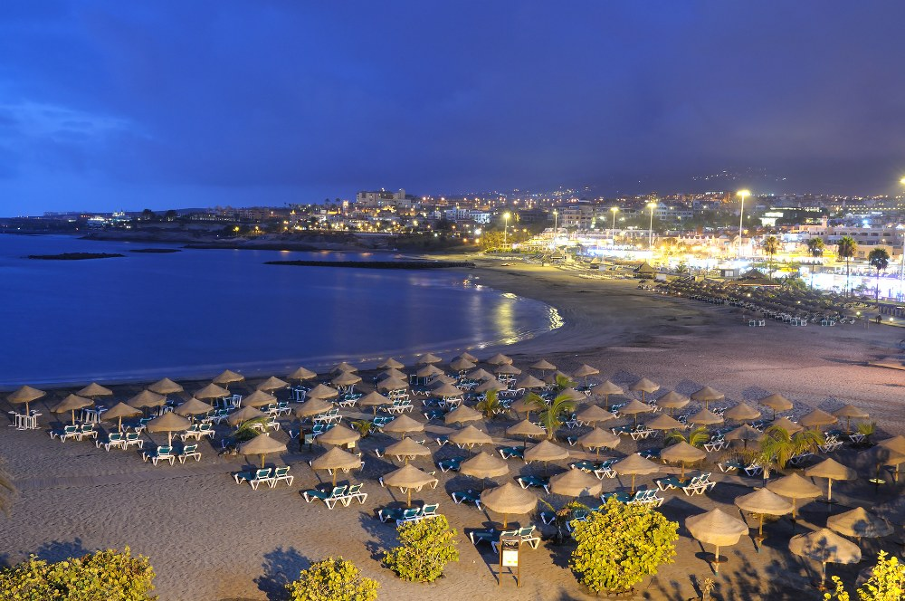 holidays with kids - Playa Torviscas at night