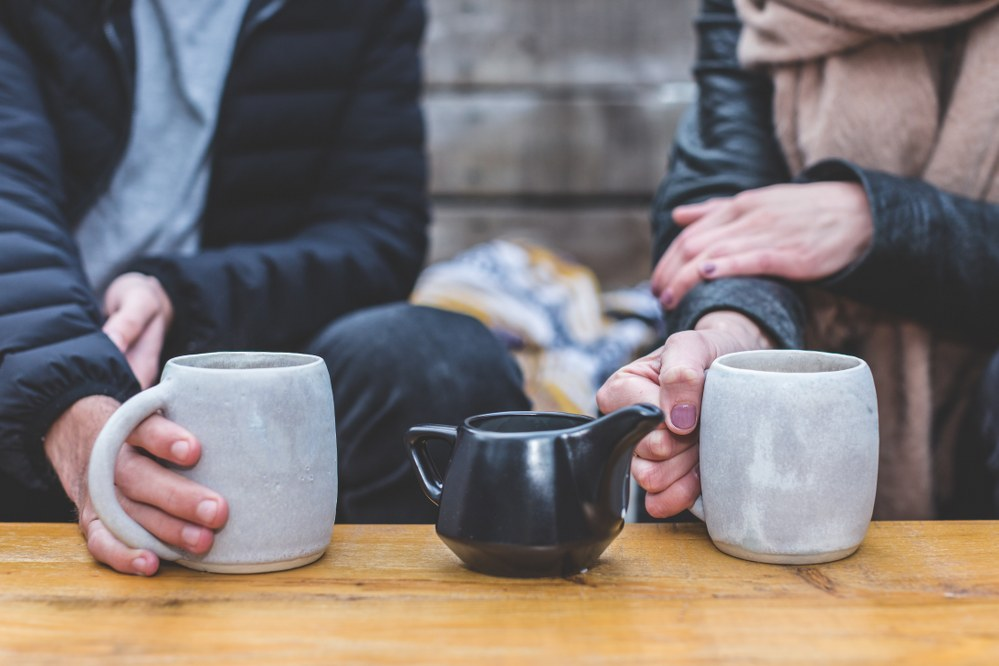 couple with coffee mugs - meet singles dating online blog