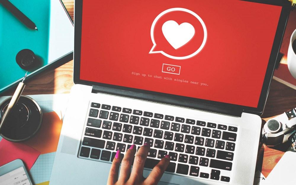 laptop with online dating platform open to meet singles online