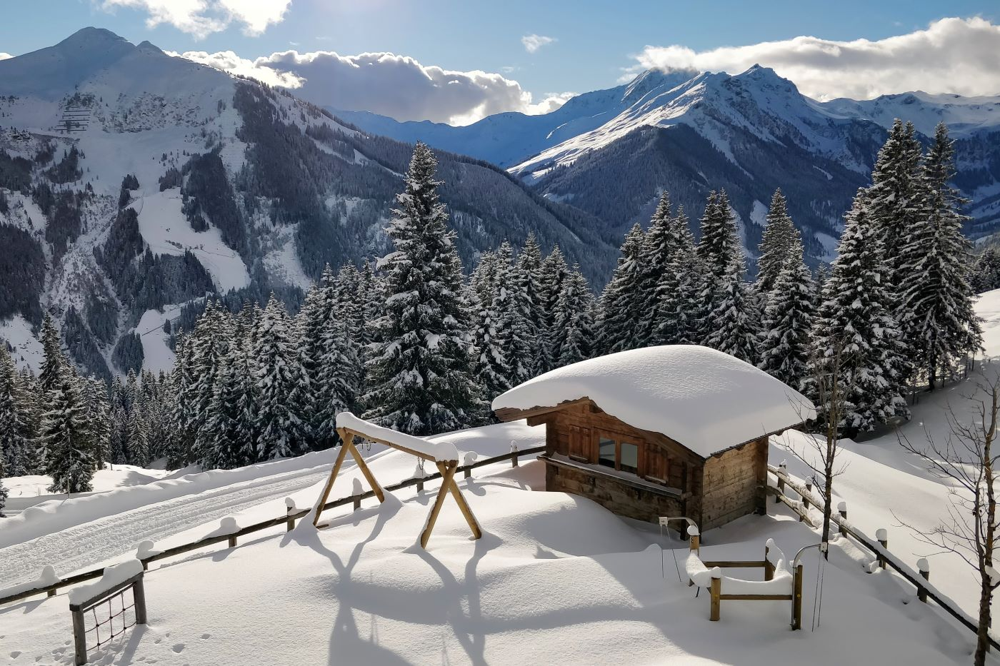 solo ski holidays in Austria - hut with panorama in Hinterglemm