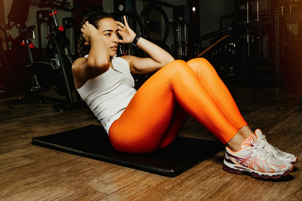 woman doing sit ups or crunches as ski exercise