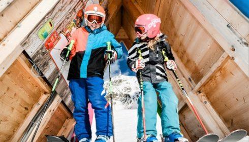 children skiing in Obertauern