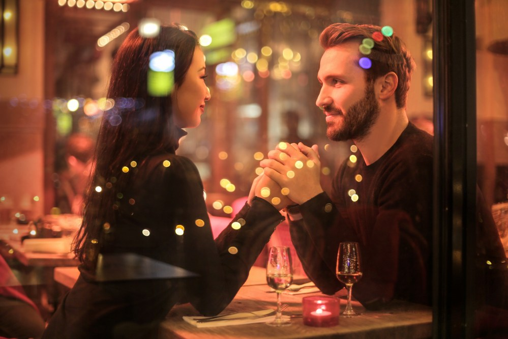 how to meet singles through online dating