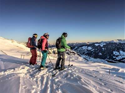 solo skiers in Mayrhofen