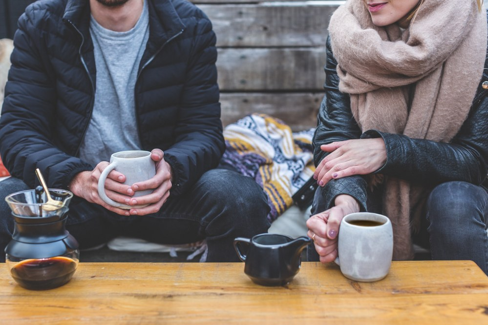 safe online dating for single parents - meet in a cafe