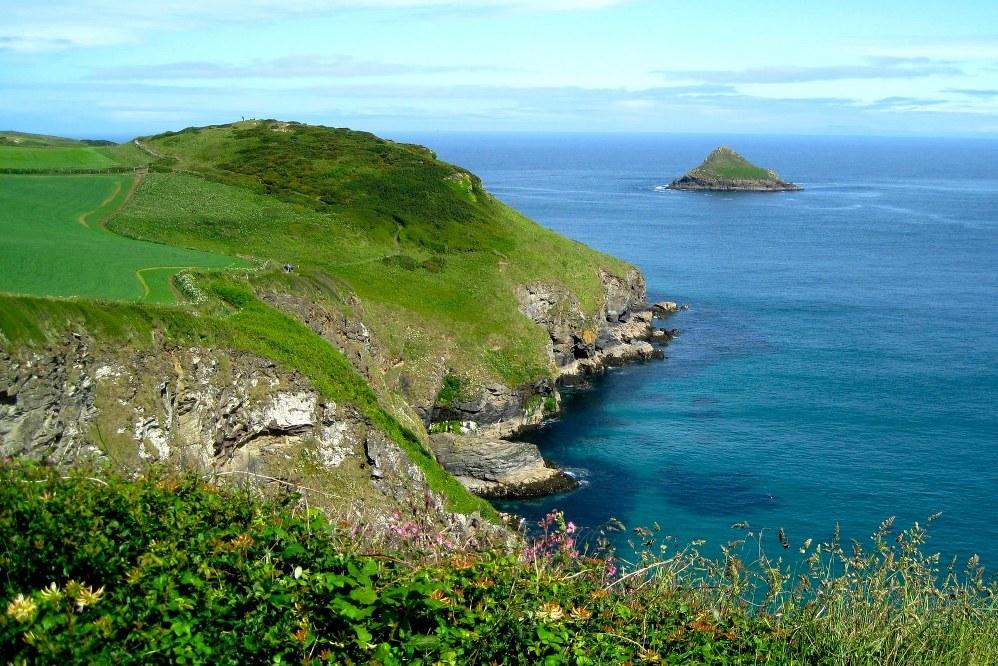 Cornwall coastline - UK holiday staycation ideas
