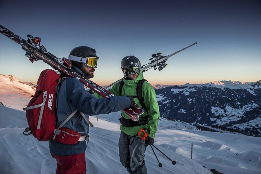 singles ski holidays - 2 skiers off piste in Austria