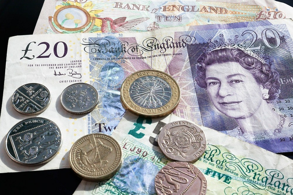 British notes and coins - financial support for single parents