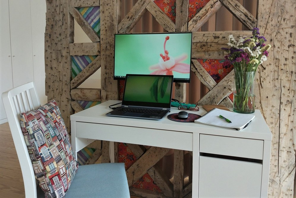 create an office space for homeworking mums