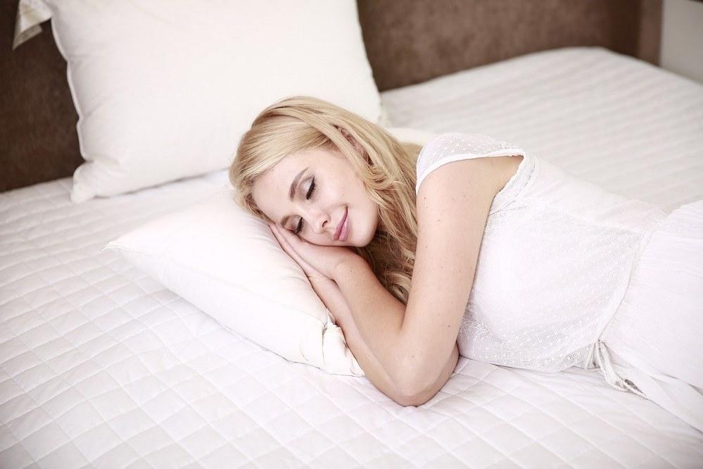 sleep to lower anxiety levels: woman sleeping