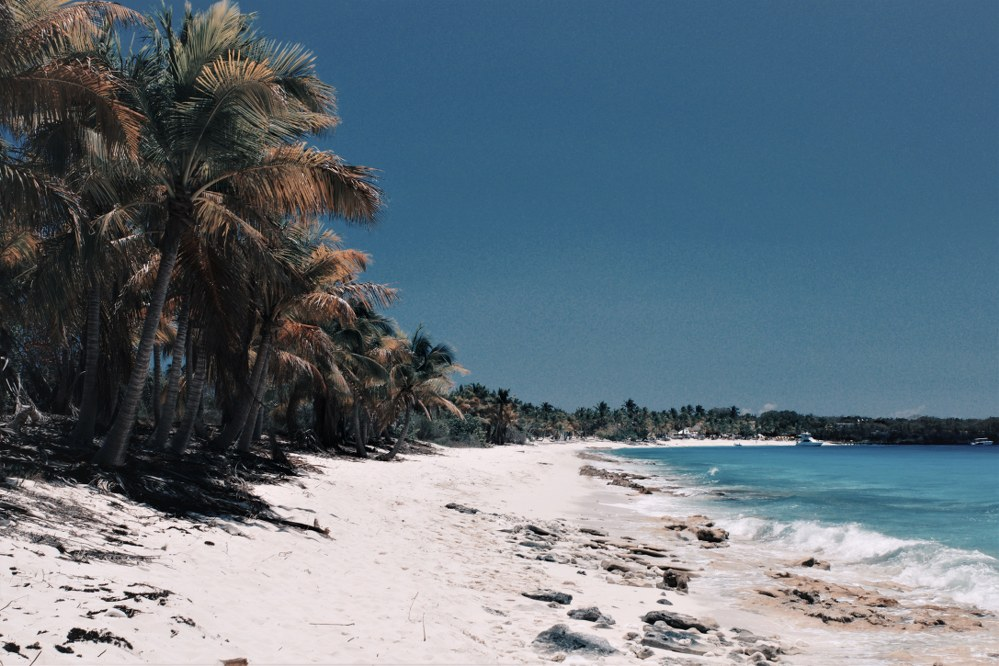 Beach in the Caribbean - holiday with kids