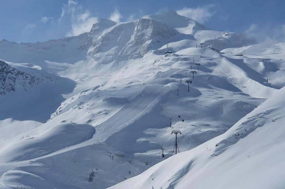 Hintertux glacier lifts