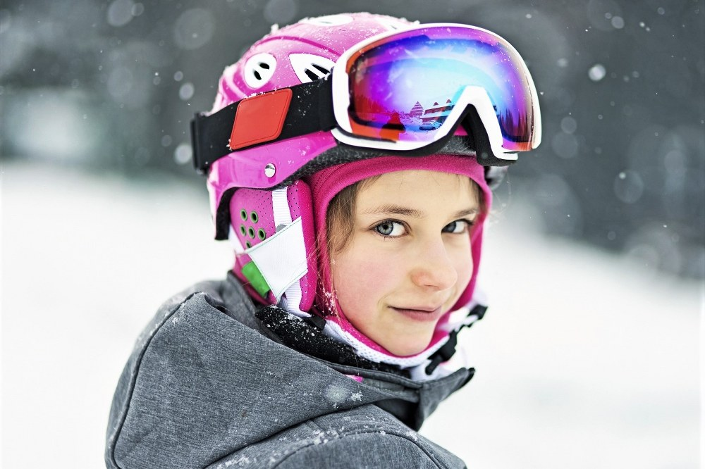 child with ski helmet and goggles