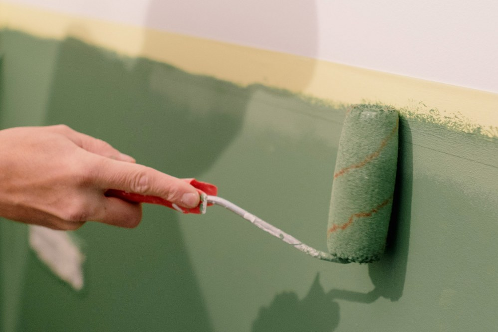 paint roller with relaxing green paint